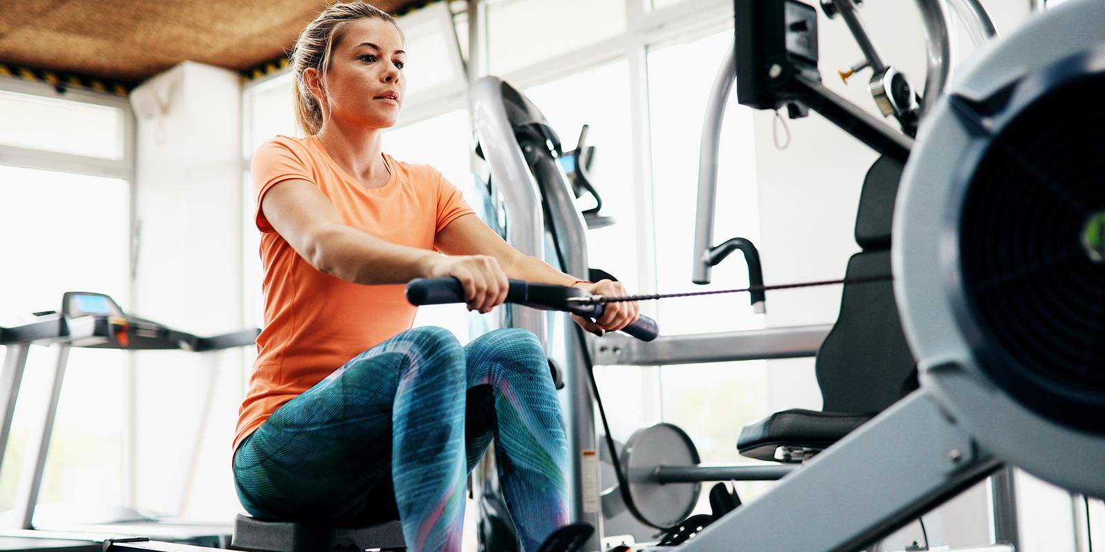 Как заниматься на гребном тренажёре, чтобы скинуть лишний вес и прокачать выносливость