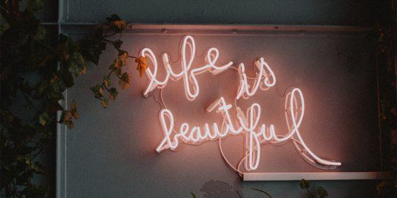 7 идей с неоновым светом для декорирования интерьера